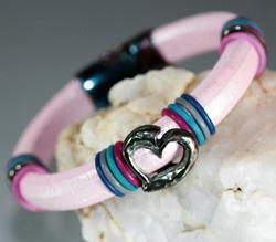 Regaliz Metallic Pink Leather Bracelet with Heart