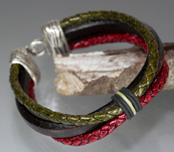 Regaliz Dark Brown Leather, Red & Green Braided Leather Bracelet