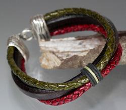 Regaliz Dark Brown Leather, Red & Green Braided Leather Bracelet