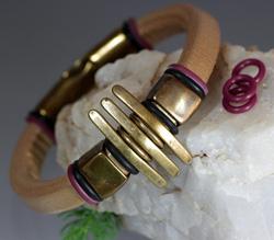 Regaliz Metallic Gold Leather Bracelet