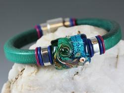 Regaliz Teal Green Leather Bracelet with Lampwork Ocean Bead